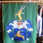 polovnicka zastava jelen šíp vysivka zeleno modra zastavy.com
