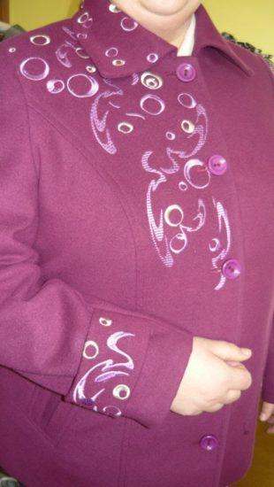 damsky kabát fialovy zastavy.com biele vzory